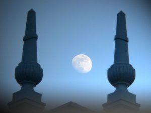 Balustrade et pleine lune